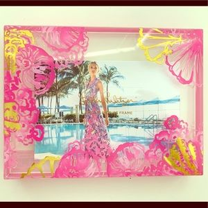 Lilly Pulitzer magnetic frame pink and gold NEW